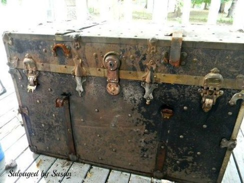 Ideas To Decorate Your House With Vintage Chests And Trunks 17