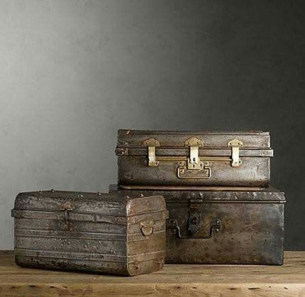 Ideas To Decorate Your House With Vintage Chests And Trunks 20