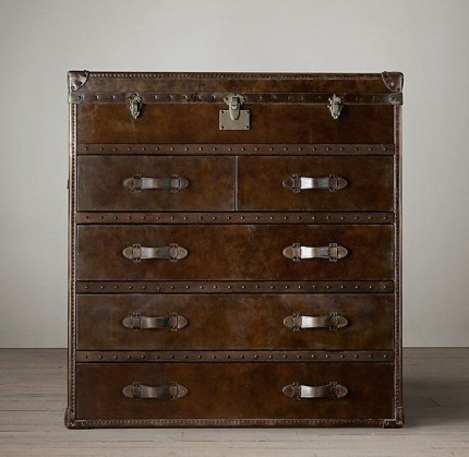 Ideas To Decorate Your House With Vintage Chests And Trunks 32
