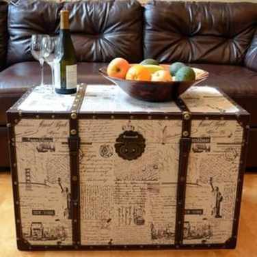 Ideas To Decorate Your House With Vintage Chests And Trunks 41