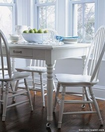Inspirations To Choosing The Right Tables For Cramped Room 01