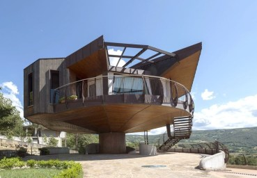Spectacular Designs Of Minimalist Two Storey House 38