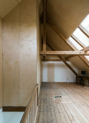 Charming And Minimalist Wooden House 40