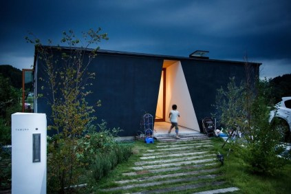This Japanese House Looks Peculiar But Beautiful 16