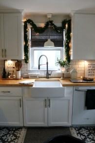 Awesome Christmas Kitchen Decor Ideas 29