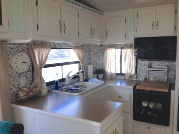 Beautiful Rv Remodel Camper Interior Ideas For Holiday 02