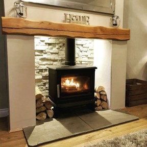 Comfy Winter Living Room Ideas With Fireplace 09