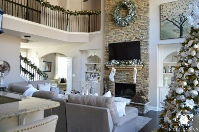 Comfy Winter Living Room Ideas With Fireplace 13