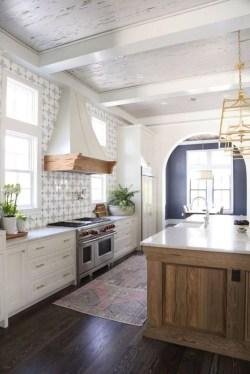Cute Farmhouse Kitchen Remodel Ideas 18