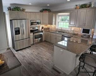 Cute Farmhouse Kitchen Remodel Ideas 19