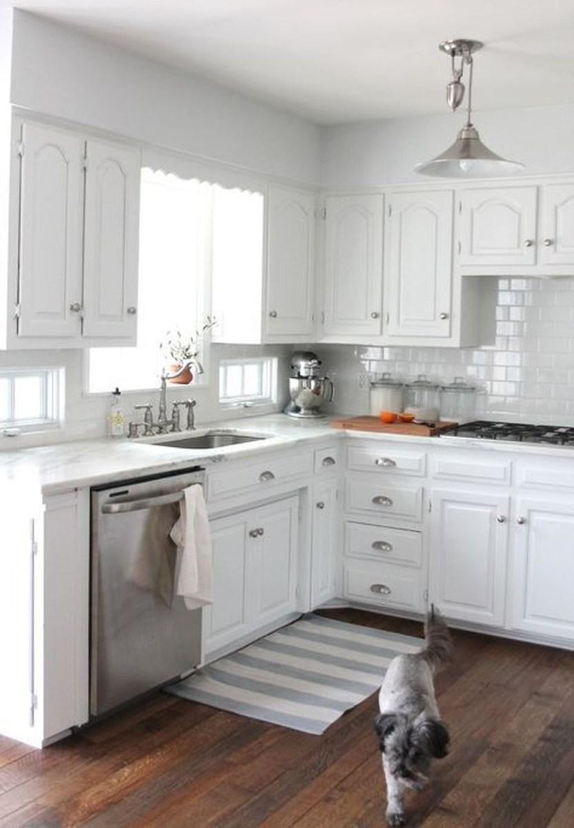 Cute Farmhouse Kitchen Remodel Ideas 37