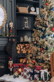 Extraordinary Christmas Tree Decor Ideas 21
