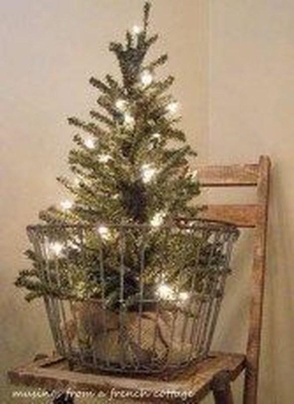 Fascinating Farmhouse Christmas Decor Ideas 45
