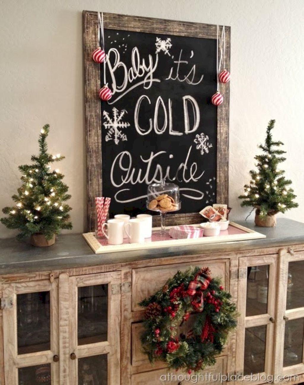 Gorgeous Christmas Apartment Decor Ideas 02