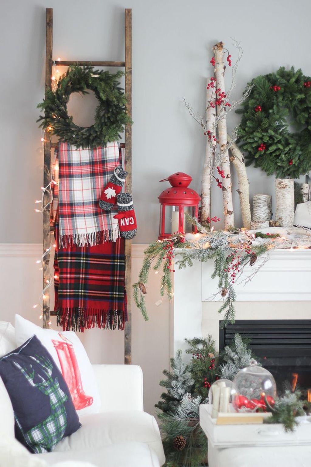 Gorgeous Christmas Apartment Decor Ideas 24
