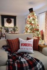 Gorgeous Christmas Apartment Decor Ideas 30