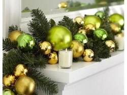 Lovely Red And Green Christmas Home Decor Ideas 25