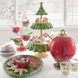 Lovely Red And Green Christmas Home Decor Ideas 35