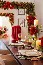 Lovely Red And Green Christmas Home Decor Ideas 40