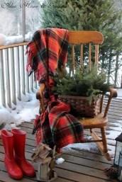 Perfect Christmas Front Porch Decor Ideas 02