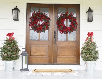 Perfect Christmas Front Porch Decor Ideas 13