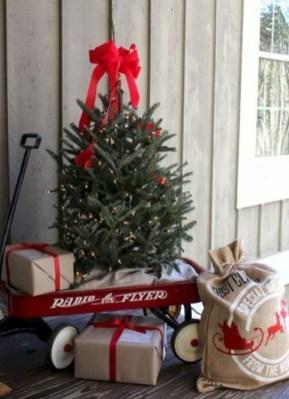 Perfect Christmas Front Porch Decor Ideas 14