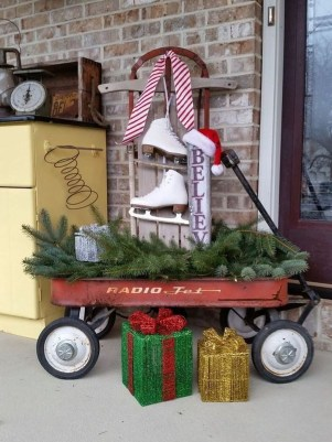 Perfect Christmas Front Porch Decor Ideas 16