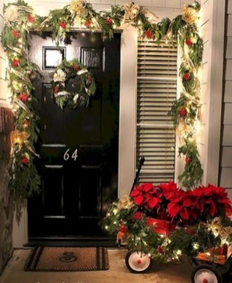Perfect Christmas Front Porch Decor Ideas 26