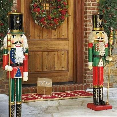Perfect Christmas Front Porch Decor Ideas 32