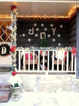 Perfect Christmas Front Porch Decor Ideas 41