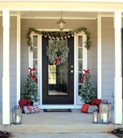 Perfect Christmas Front Porch Decor Ideas 48