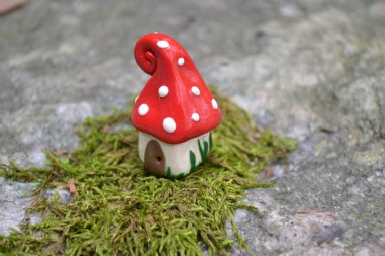Pretty Diy Christmas Fairy Garden Ideas 17