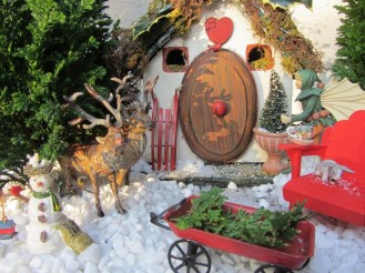 Pretty Diy Christmas Fairy Garden Ideas 24