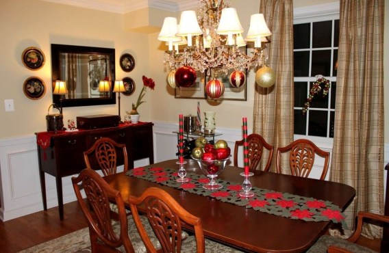 Stunning Christmas Dining Table Decoration Ideas 21