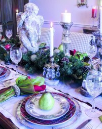 Stunning Christmas Dining Table Decoration Ideas 27