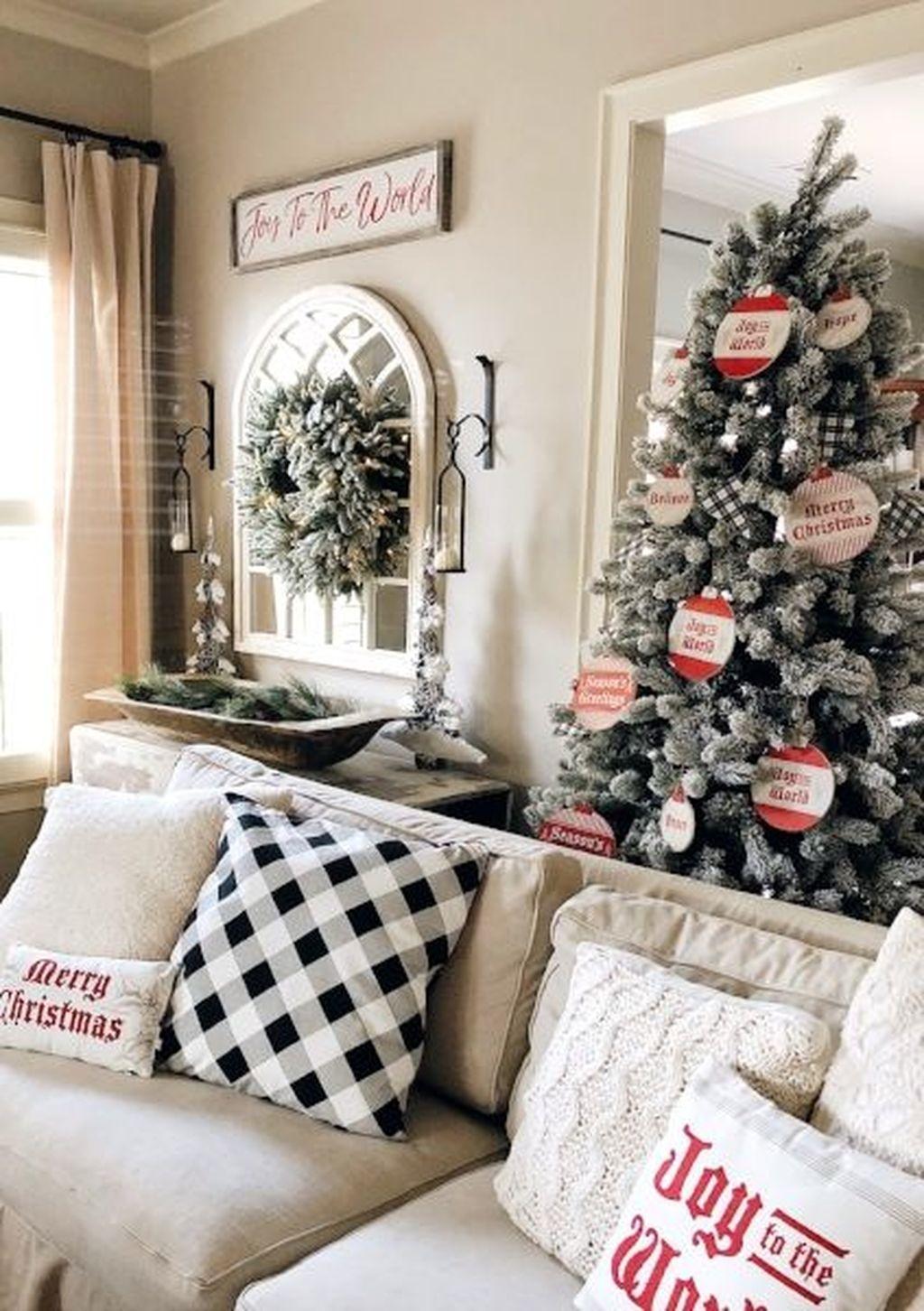 Unordinary Christmas Home Decor Ideas 24