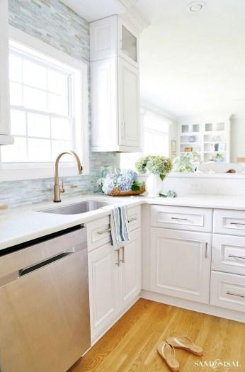 Elegant Beach Coastal Style Kitchen Decor Ideas 42