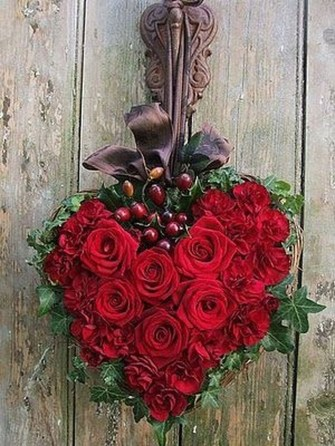 Stunning Red Home Decor Ideas For Valentines Day 26