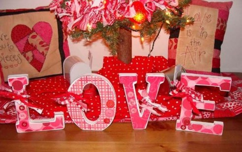 Stunning Red Home Decor Ideas For Valentines Day 33
