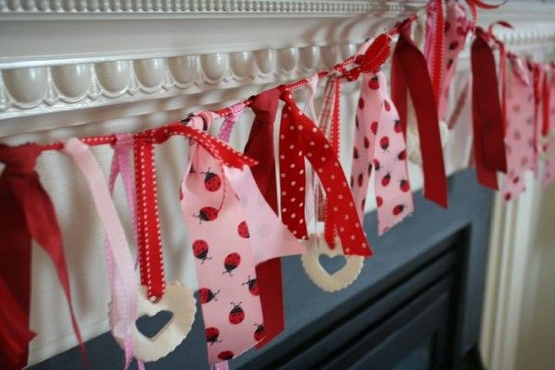 Stunning Red Home Decor Ideas For Valentines Day 43