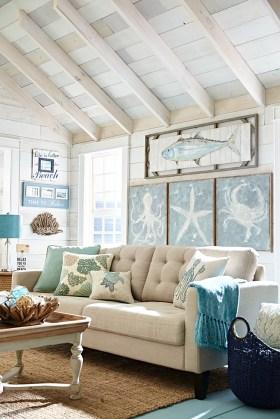 Stylish Coastal Themed Living Room Decor Ideas 33
