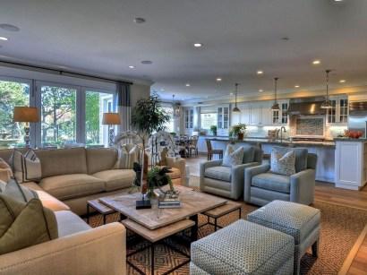 Stylish Coastal Themed Living Room Decor Ideas 37