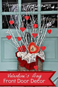 Unique Outdoor Valentine Decor Ideas 10