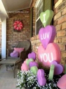 Unique Outdoor Valentine Decor Ideas 30