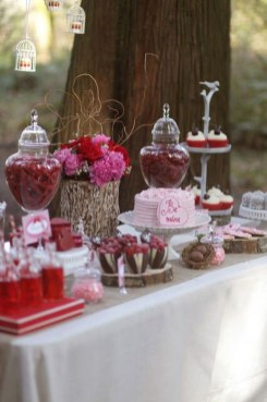 Unique Outdoor Valentine Decor Ideas 37