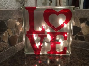 Unique Outdoor Valentine Decor Ideas 41