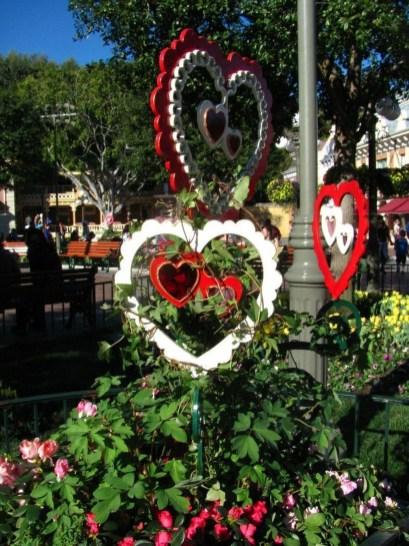 Unique Outdoor Valentine Decor Ideas 42
