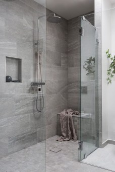 Cheap Bathroom Remodel Design Ideas 14