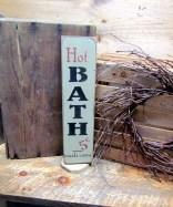 Comfy Farmhouse Wooden Bathroom Design Ideas 16