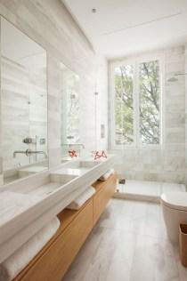 Comfy Farmhouse Wooden Bathroom Design Ideas 18
